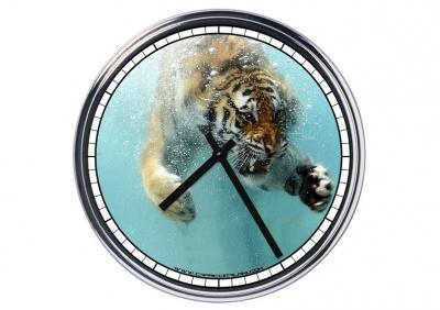 Orologio da parete in acciaio Tigre nell'acqua